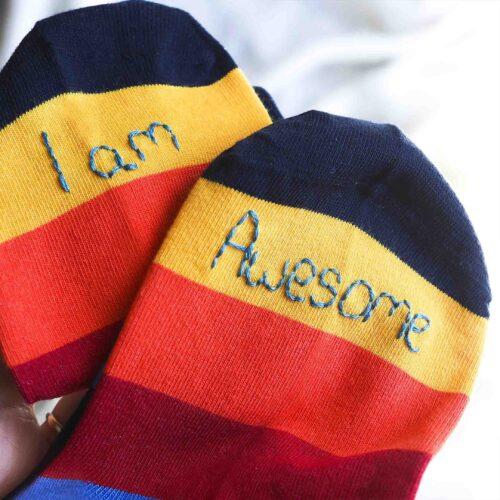 StephieAnn Men's Rainbow I am Awesome socks